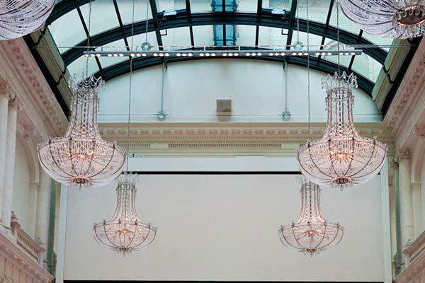 Spirit Yoga im historischen Ballsaal es Hotel de Rome