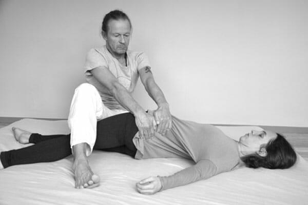 Thai-Yoga Massage mit Kai Ribereau lernen bei Spirit Yoga Berlin